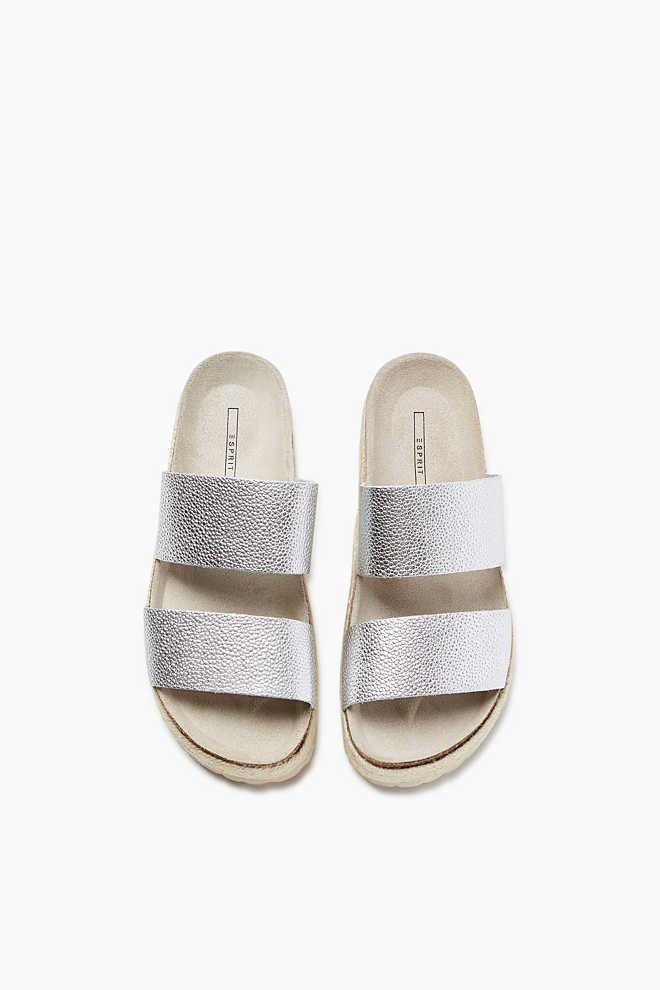 http://www.esprit.fr/femmes-chaussures/mules-métallisées-empiècement-en-raphia-057EK1W036_090